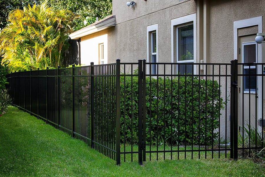 structurally and physically durable aluminum fence