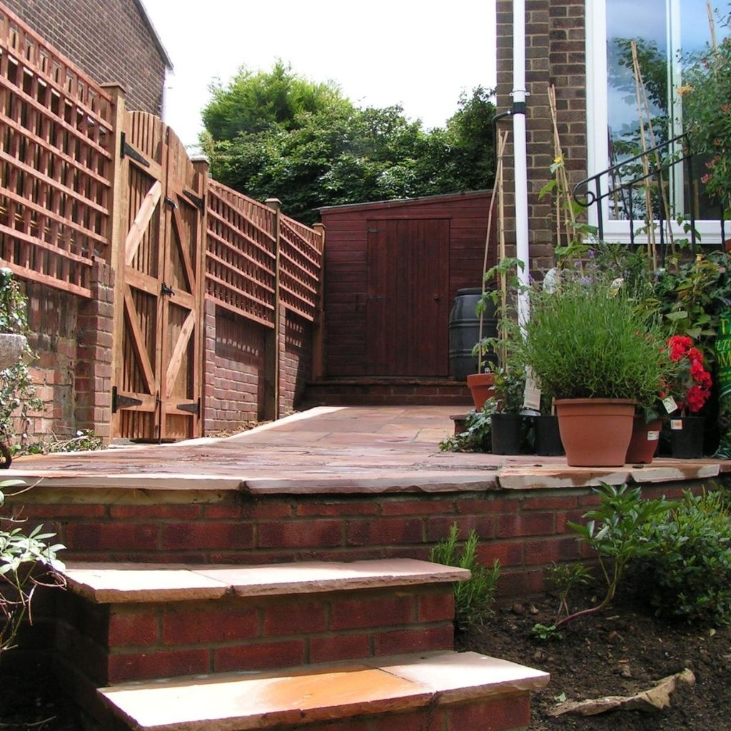 premium fence services for both domestic and commercial